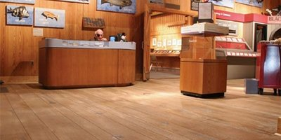 Maritime museum with woodplank concrete floors