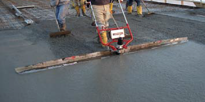 The E-Screed is a precisionengineered lightweight wet screed for single operator strike-off of concrete. This high-frequency screed produces uniform vibration distribution over the entire blade length.