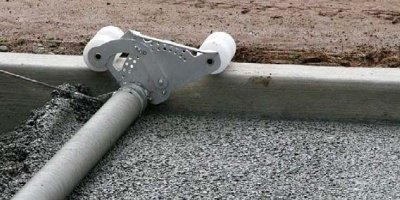 the screed's patented threaded axle, which allows for attachments to be screwed on.