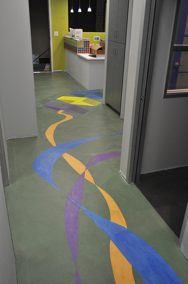 Decorative microtopping concrete floor