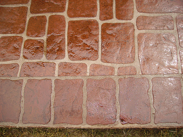 Mortar joints in stamped concrete