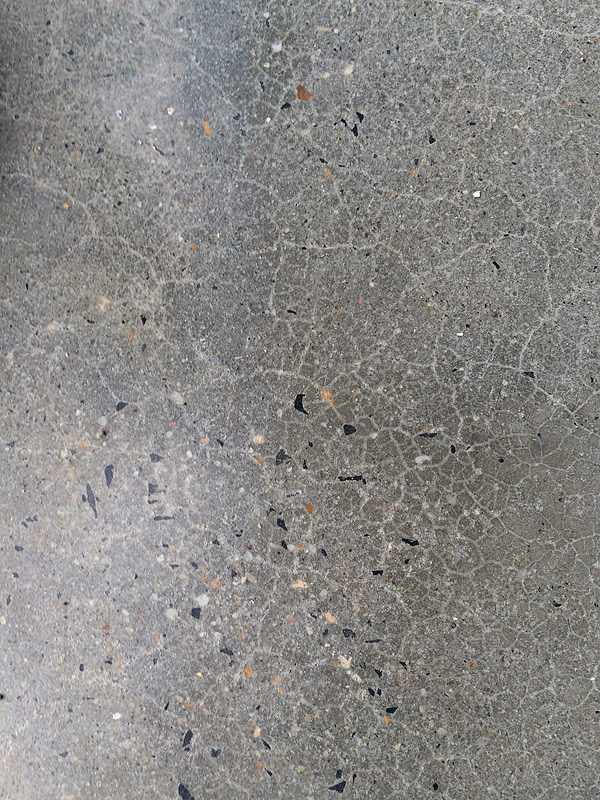 Medium aggregate finish in a concrete floor