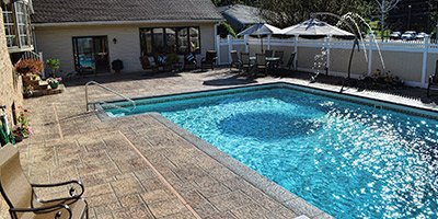 Faux stones around a pool deck - Concrete Decor Magazine