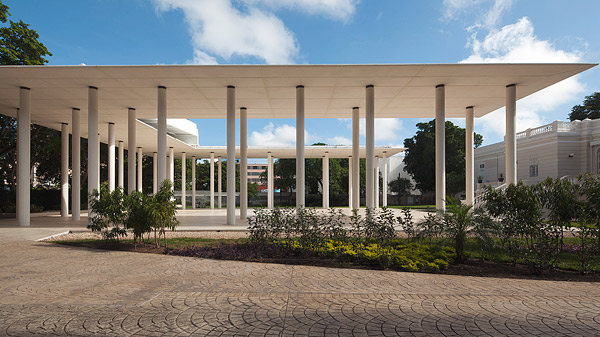 White Pavilion Complements Mexican Mansion