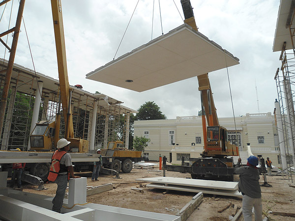 Construction of a large flat roofed u shaped pavilion in Mexico.