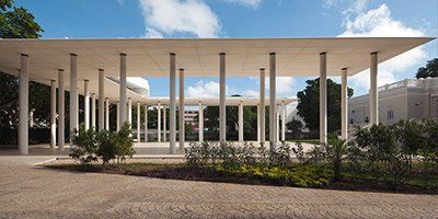 White concrete Pavilion Complements a Mexican Mansion
