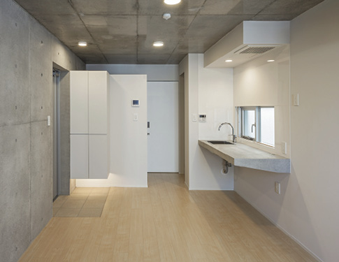 The units' interiors have a very simplistic style and are composed entirely of white walls and unadorned concrete with all unnecessary elements eliminated.