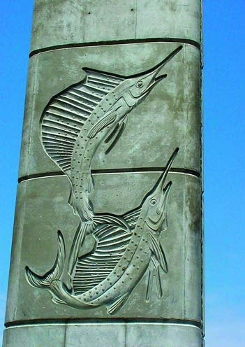 Concrete column with the imprint of two sword fish made by using a concrete form liner during the construction. Decorative walls by Scott System.