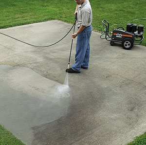 When you buy a pressure washer, you buy psi. This means the low-end pressure washer is little more than a glorified garden hose with 700 psi to 1,000 psi.