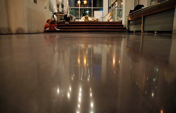 The final floor finish at the Roche-Bobois store in Montreal. It features a semigloss sheen on a restored and colored concrete slab.