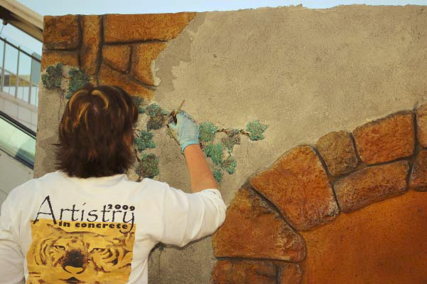 Cindee Lundin works on her Artistry in Decorative Concrete project.