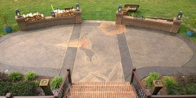 Outdoor patio with hummingbird stained and engraved on it.