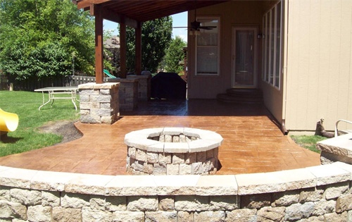 A combination of integral color in buff and a darker release over the top was used to fi nish this stamped patio and fi re pit, done by AAA Construction LLC, of Overland Park, Kan.