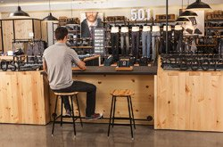 As part of the high-tech design of the Levi's shops, each Denim Bar is equipped with iPads.
