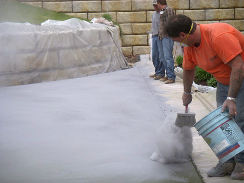 Concrete Release Agent : Color issues with liquid and powder release agents