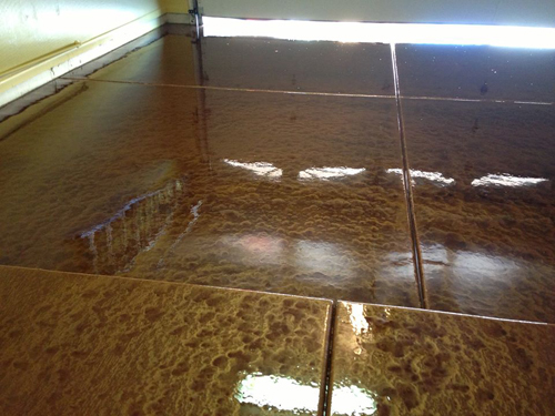 Use two colors of metallic powder for a two tone coated for Arizona floors