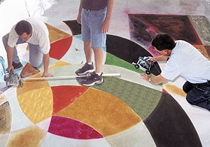 Using the Saw Kart on a geometric colorful floor makes things easier even for a beginner.