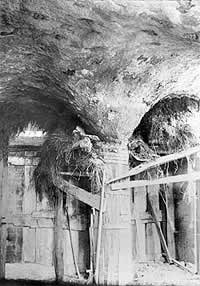 Vaulted ceilings at Fonthill were formed over temporary scaffolds that where heaped with weeds, grass or hay,topped with boxes,earth and sand;then concrete was poured on top.