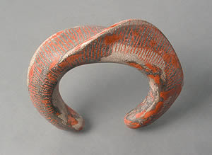 Andrew Goss crafts jewelry, such as this bracelet, with metakaolin-enriched concrete. Photo courtesy of Anderw Goss