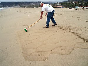 Richard Smith, shows how to use broomed or Brushed Finishes with this demonstration on a beach near his home.