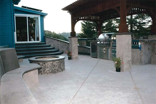 Vertical, Less than 1,500 square feet First Place: Tom Ralston Concrete, Santa Cruz, Calif. – Germany Patio and Wall, Scotts Valley, Calif.