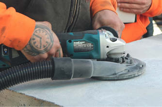 Makita's XAG21 cordless grinder with vacuum attachment