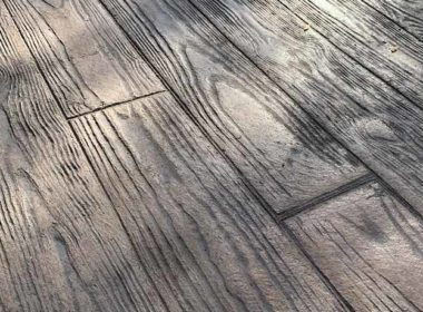 stamped concrete that looks like woodplanks