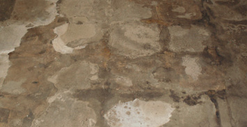 The look of the concrete before having received a decorative concrete restoration.