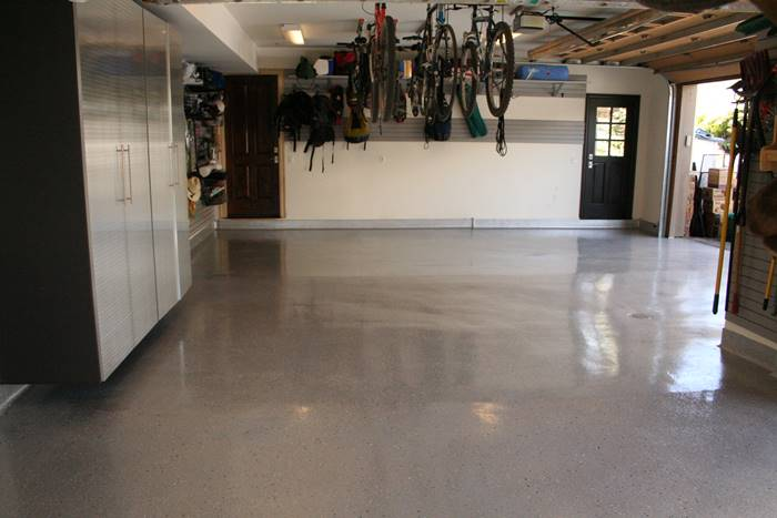 polyaspartic coatings on a garage floor