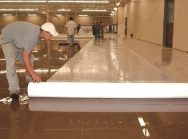 A single-use wet blanket is one of the methods for curing concrete