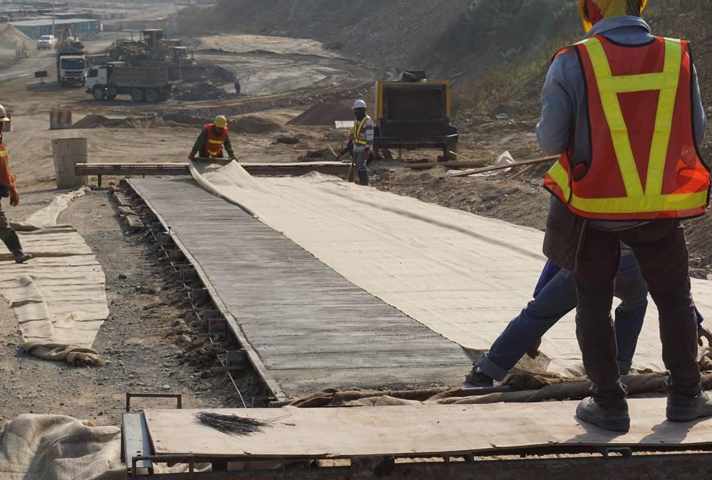 curing concrete successfully using the wet burlap fabric method