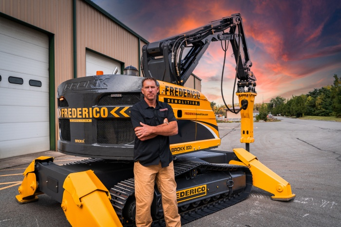 Brokk 800S operated by Frederico Demolition