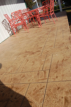 The Concrete Artists applied T1000 Fine Overlay at this home in Dongola, Ill.